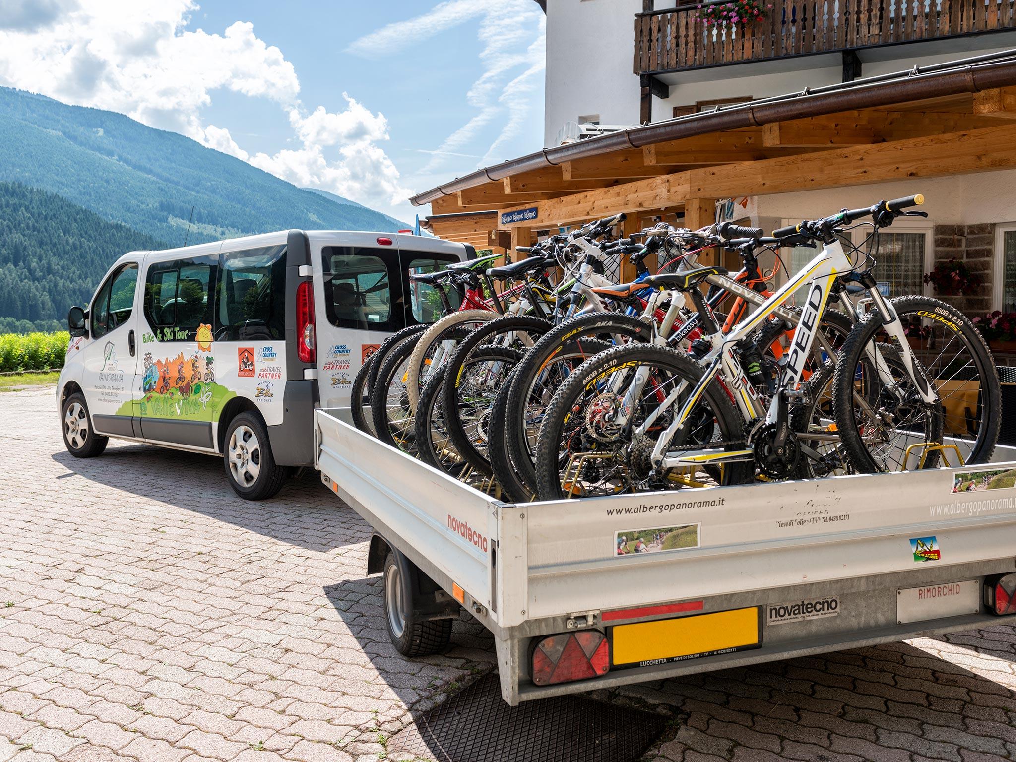 furgone e carrello portabici